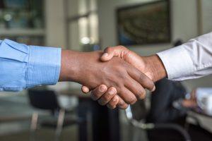 lichaamstaal tijdens zakelijke gesprekken